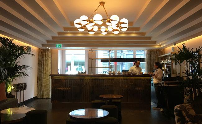 Serge et la Phoque bar interior