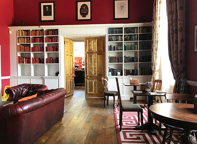 historic room bar red